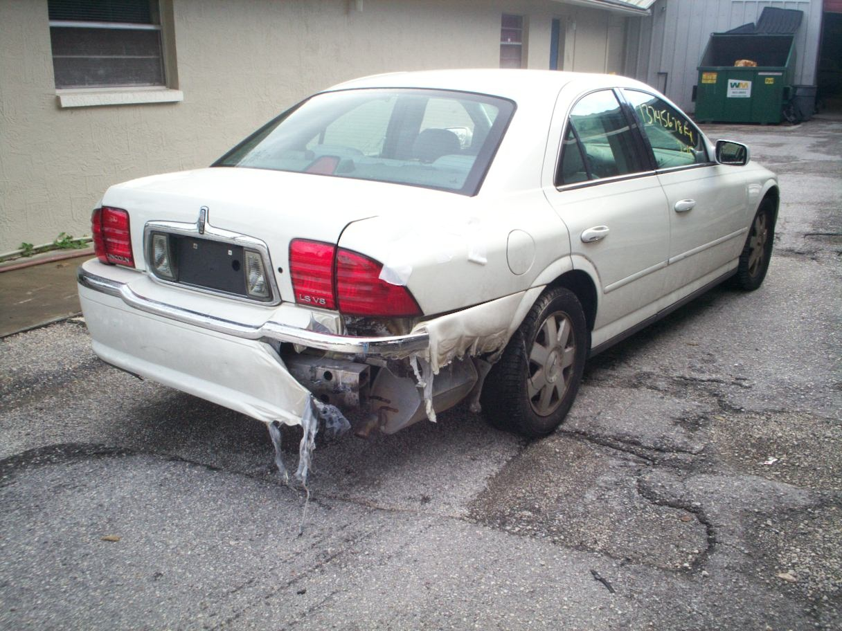 Guy's Automotive's Body Shop Tampa offers Lincoln auto body collision repair work in Tampa, Florida