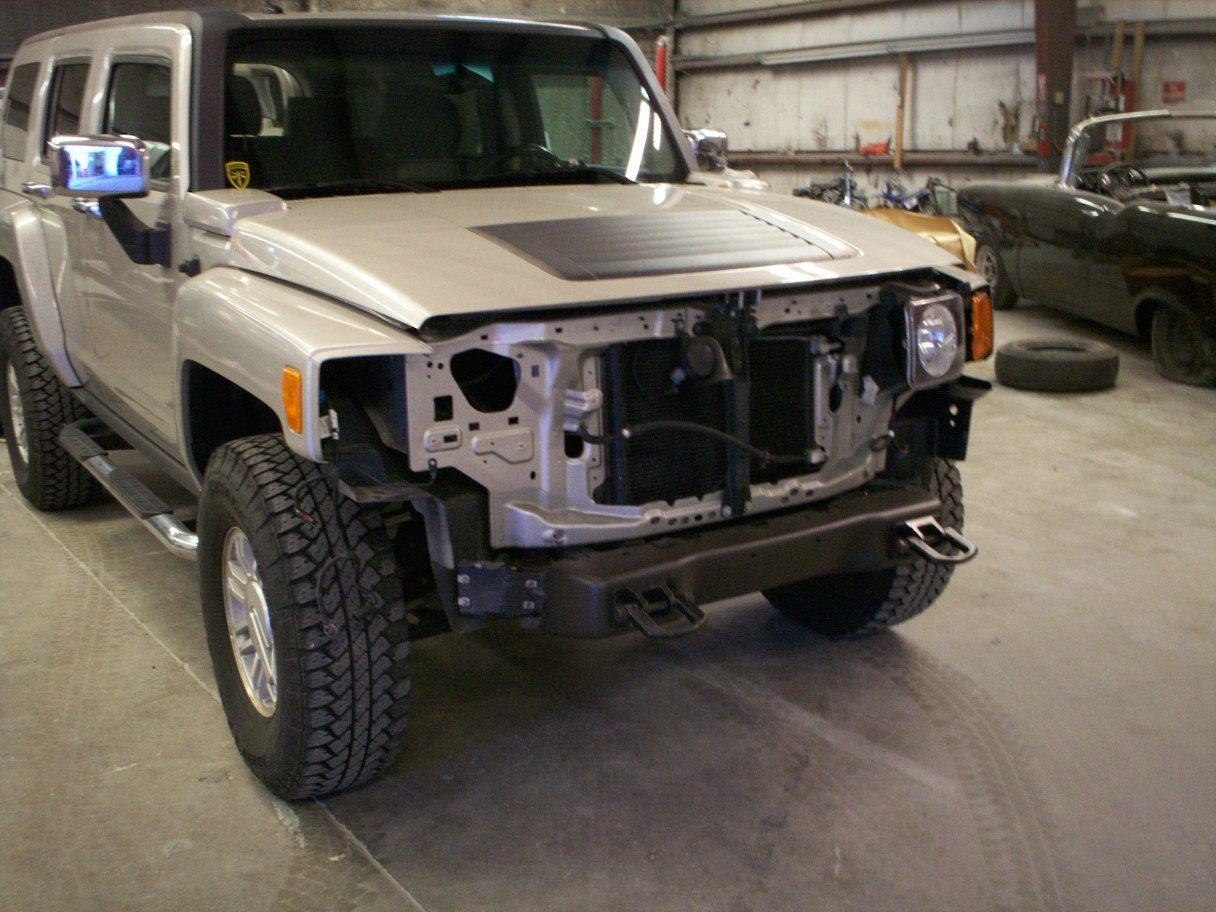 Guy's Automotive's Body Shop Tampa offers Hummer auto body collision repair work in Tampa, Florida